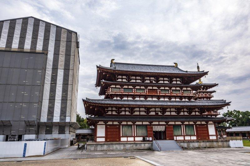 Yekushi-ji Rebuilding a Pagoda